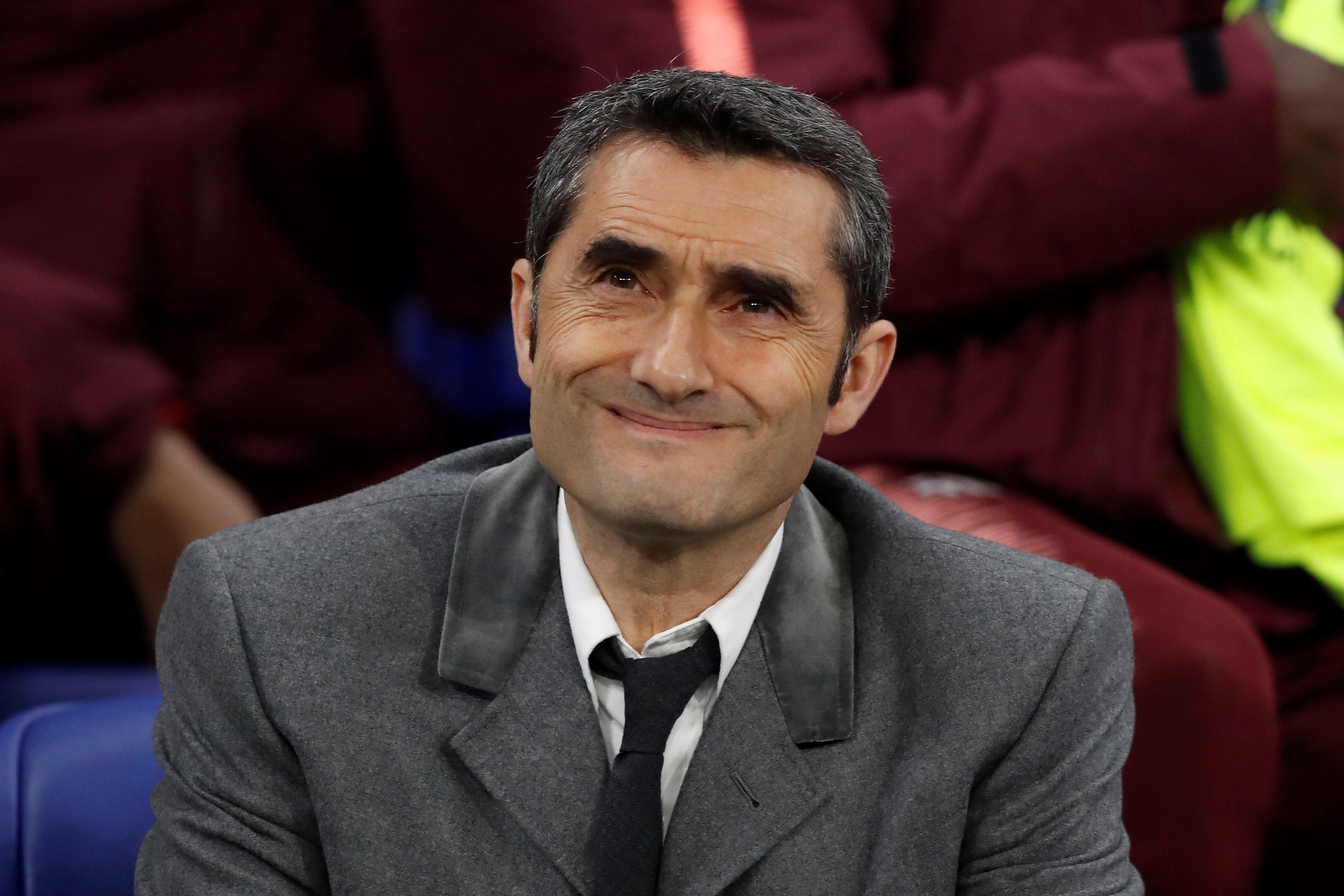 El entrenador de Barcelona, Ernesto Valverde, reacciona durante el partido por los octavos de final de la Liga de Campeones de la UEFA entre el FC Barcelona y el Olympique de Lyon, (Foto Prensa Libre: EFE)