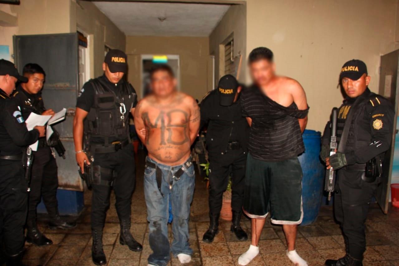 Román Hernández Gómez, de 37 años; y Byron Estuardo Pérez Quiñónez, de 31, fueron capturados y son vinculados a la masacre en Santa Isabel 1, el 10 de febrero pasado. (Foto Prensa Libre: Cortesía)