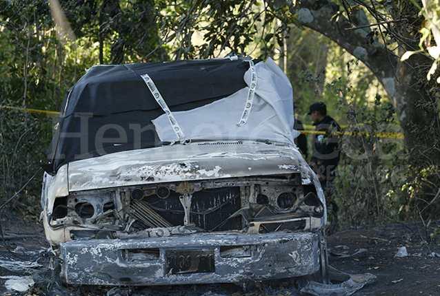 En la escena del crimen se encontró el vehículo inscrito a nombre del diputado salvadoreño William Pichinte. El automóvil fue incendiado junto con sus ocupantes en El Jocotillo, Villa Canales. (Foto Prensa Libre: Hemeroteca)