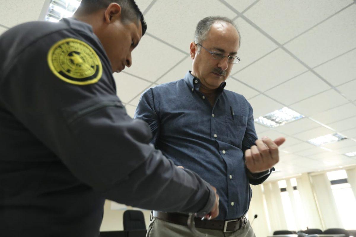Pedro Muadi, acusado de beneficiarse con plazas fantasma, seguirá en prisión