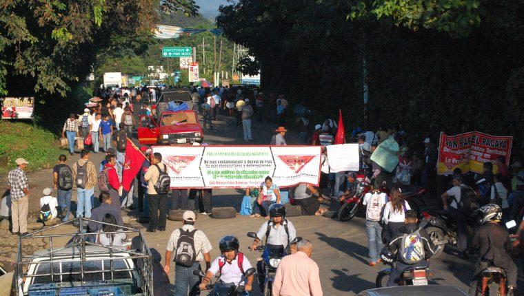 Las protestas en rechazo a los precios de energía eléctrica o proyectos de generación o distribución son constantes desde hace varios años. (Foto, Prensa Libre: Hemeroteca PL).