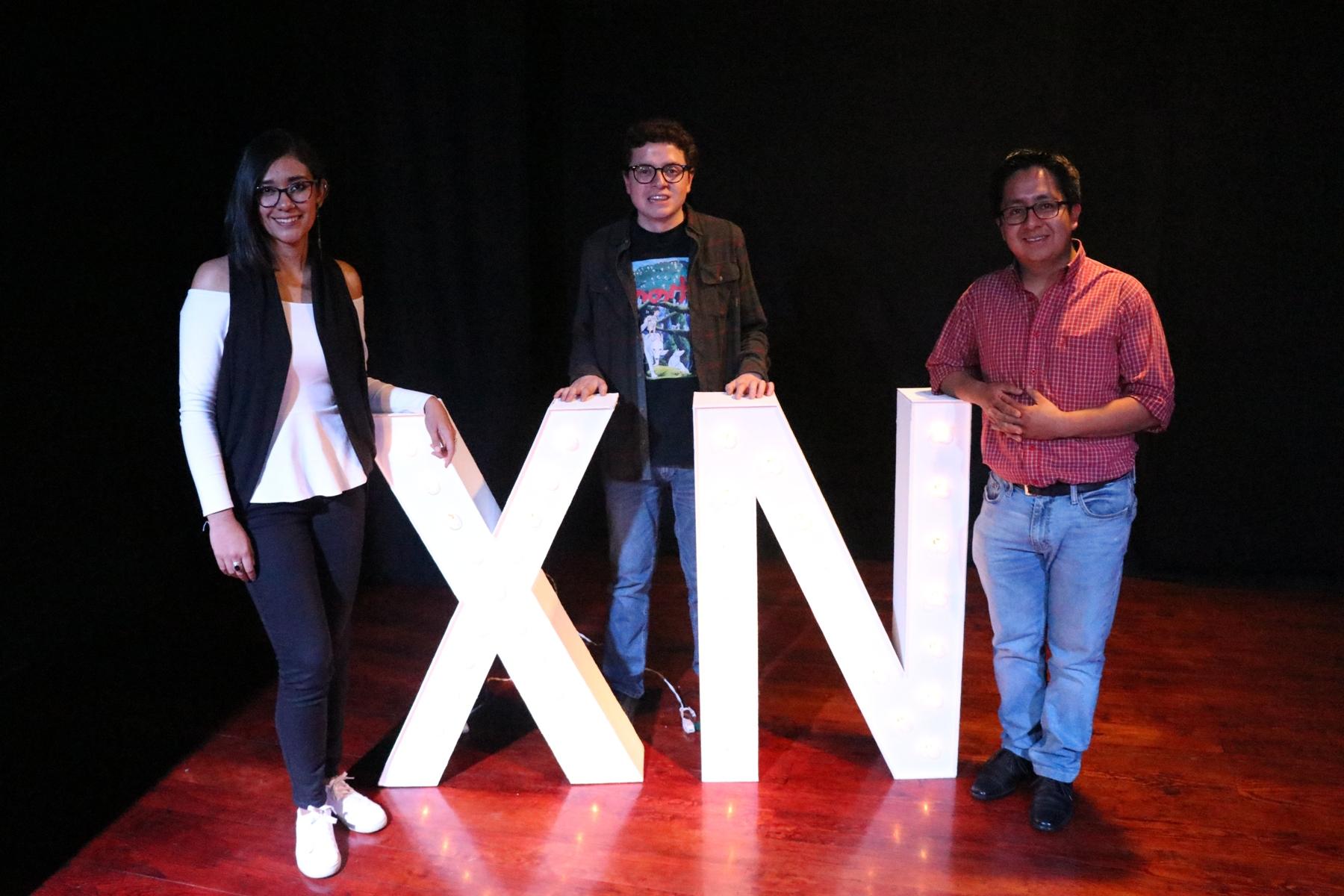 Lucia Cojulún, José Antonio Bagur y Oliver Sierra, contaron sus historias en El Teatrito de Xela. (Foto Prensa Libre: María Longo)