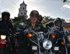 """Eddy Villadeleón, conocido como el """"Zorro Mayor"""", llega a Esquipulas. (Foto Prensa Libre: Mario Morales)"""