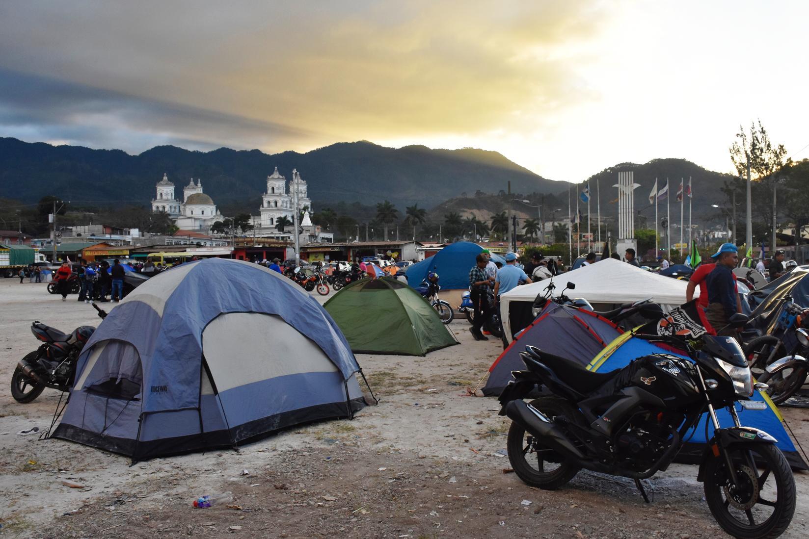 Campamento de motoristas en Esquipulas. (Foto Prensa Libre: Mario Morales)