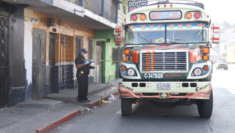 La empresa de buses Tacaná que cubre la ruta de San Marcos a la capital suspendió el servicio por las extorsiones y despidió a los pilotos y ayudantes. (Foto Prensa Libre)