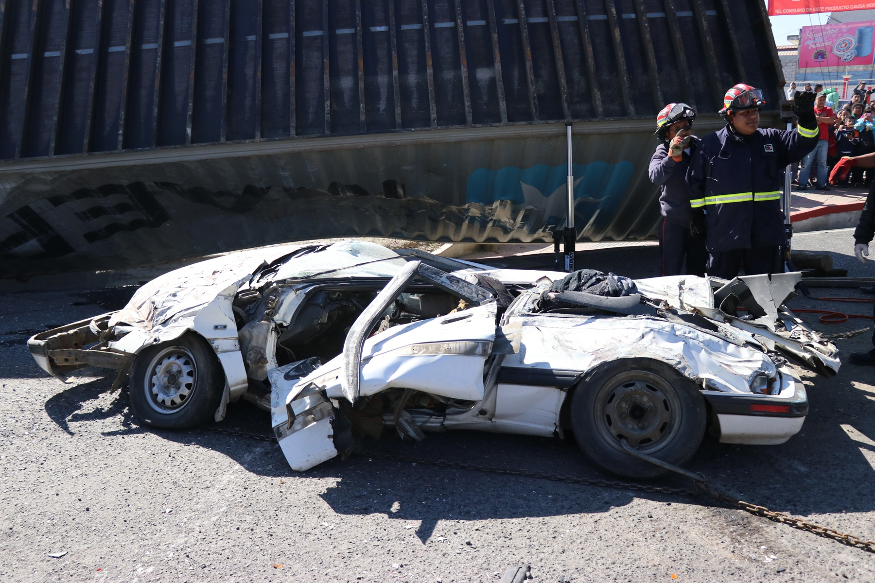 Esta fue la escena que se observó el día de los hechos en la Autopista los Altos. (Foto Prensa Libre: María Longo)