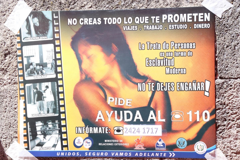 Organizaciones No Gubernamentales así como gubernamentales informan a diferentes sectores para prevenir la trata de personas en Quetzaltenango.  (Foto Prensa Libre: María Longo)