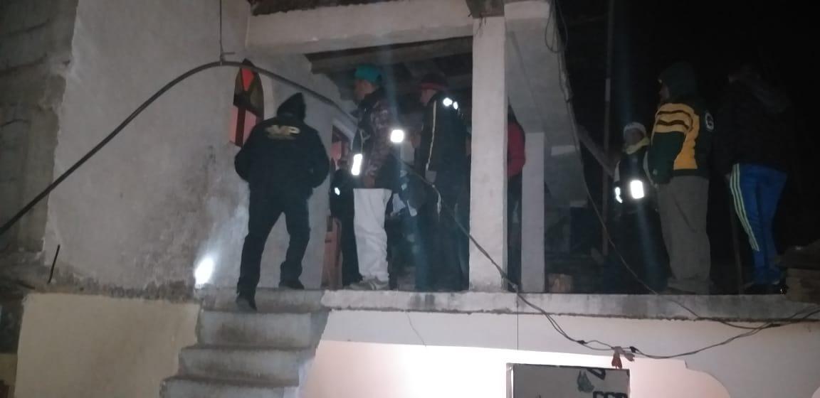 El cadáver de Manuel Sergio Ixmatá, de 9 años, fue localizado colgado de una viga en su habitación, en Nahualá, Sololá. (Foto Prensa Libre: Héctor Cordero).