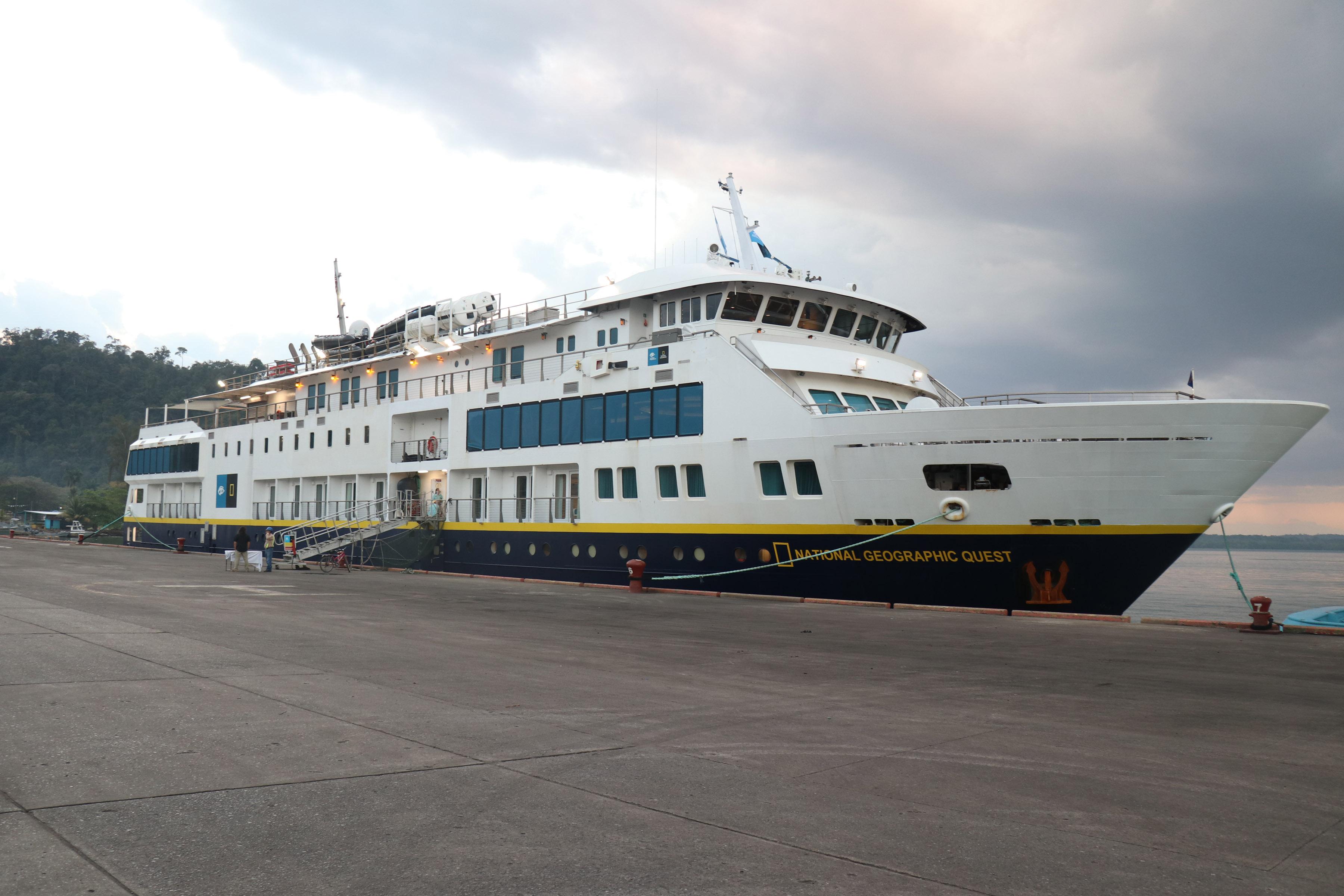 El crucero de expedición National Geographic Quest abordó 96 turistas en el Puerto Santo Tomás de Castilla, Puerto Barrios, Izabal. (Foto Prensa Libre: Dony Stewart)