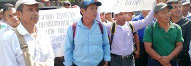 Manifestantes exigen maestros para escuelas de Chisec. (Foto Prensa Libre: Eduardo Sam).