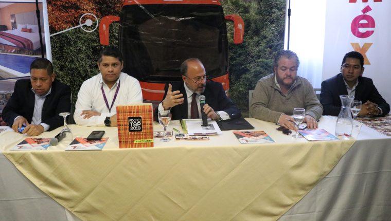 Empresarios y autoridades de Guatemala Y México participaron en el lanzamiento de esta nueva ruta.  (Foto Prensa Libre: María Longo)