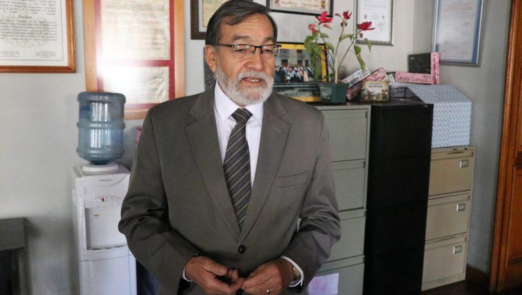 Luis Grijalva, alcalde de Xela fue presentado como candidato a diputado en la primera casilla de Encuentro por Guatemala. (Foto Prensa Libre: María Longo)