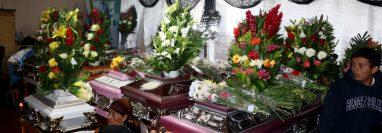 El velatorio de las 10 víctimas del accidente se lleva cabo en la comunidad Ixlacuitz, San Pedro Soloma. (Foto Prensa Libre: Mike Castillo).