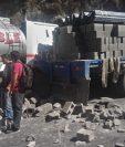 Camión cisterna y tráiler impiden paso en el km 139 de la ruta a Santa Cruz del Quiché. (Foto Prensa Libre: Héctor Cordero).