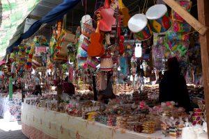 Variedad de productos se comercializan en las afueras del Santuario de Candelaria de Chiantla. (Foto Prensa Libre: Mike Castillo)