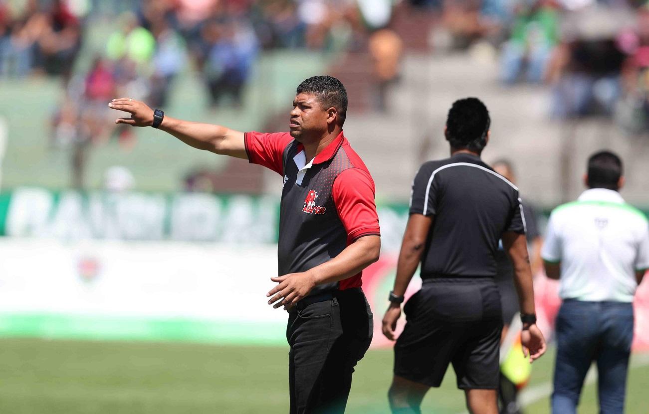 El técnico Ronald Gómez asegura que Malacateco juega a su estilo y eso lo hace ganador. (Foto Prensa Libre: Carlos Vicente)