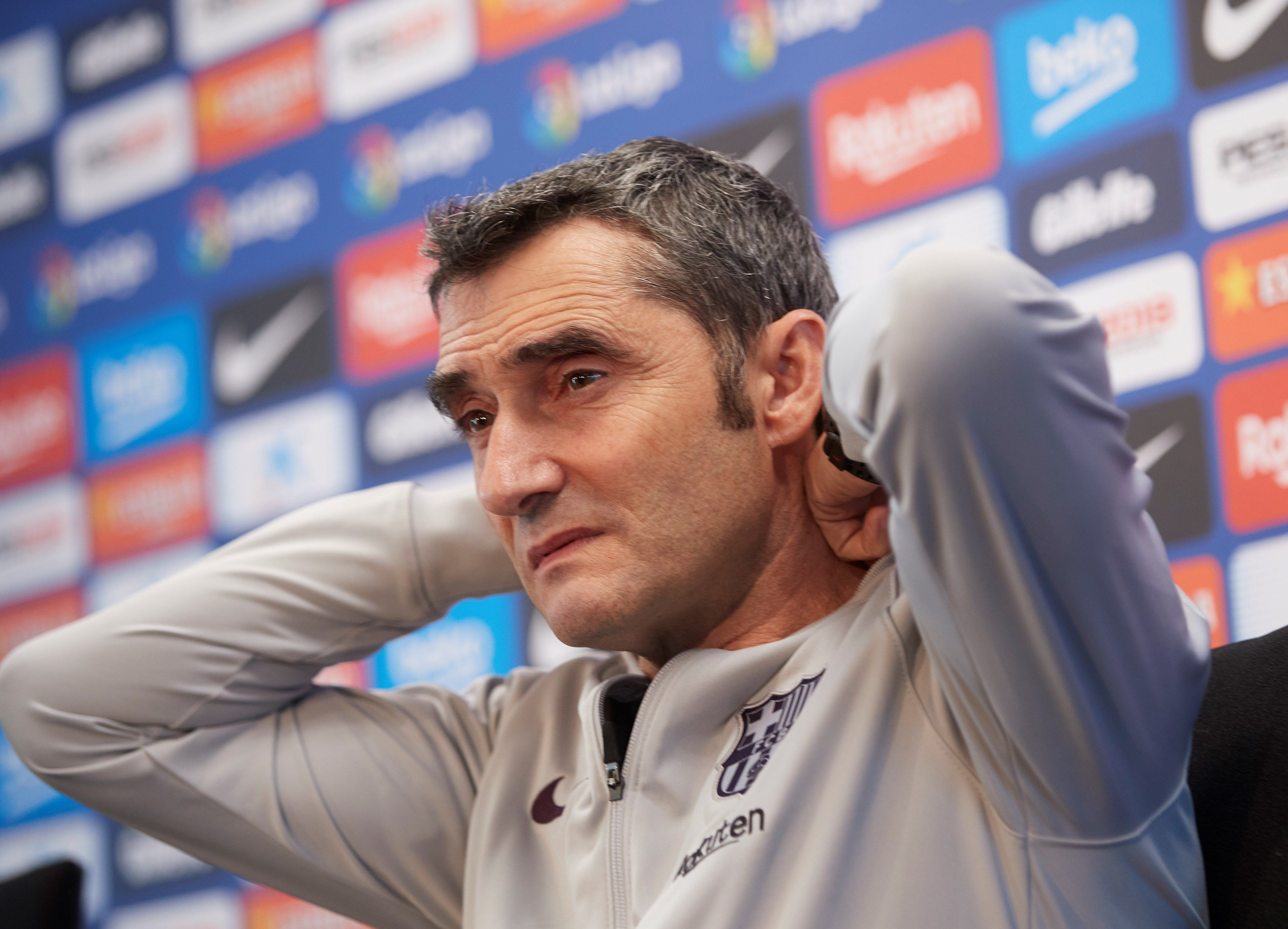 El entrenador del FC Barcelona, Ernesto Valverde, durante la rueda de prensa que ha ofrecido antes del entrenamiento del equipo en la ciudad deportiva Joan Gamper. (Foto Prensa Libre: EFE)
