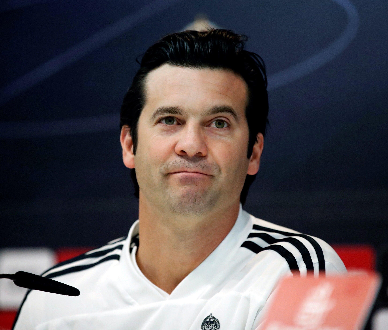 El técnico argentino del Real Madrid, Santiago Solari, durante la rueda de prensa posterior al entrenamiento realizado hoy. (Foto Prensa Libre: EFE)