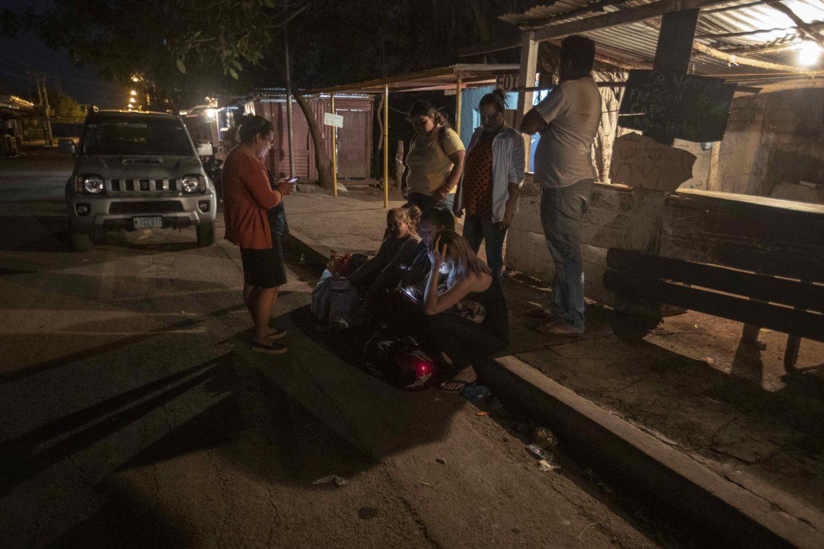 """""""Estoy alegre, se oyen rumores"""": familiares esperan liberación de presos previo a diálogo en Nicaragua"""