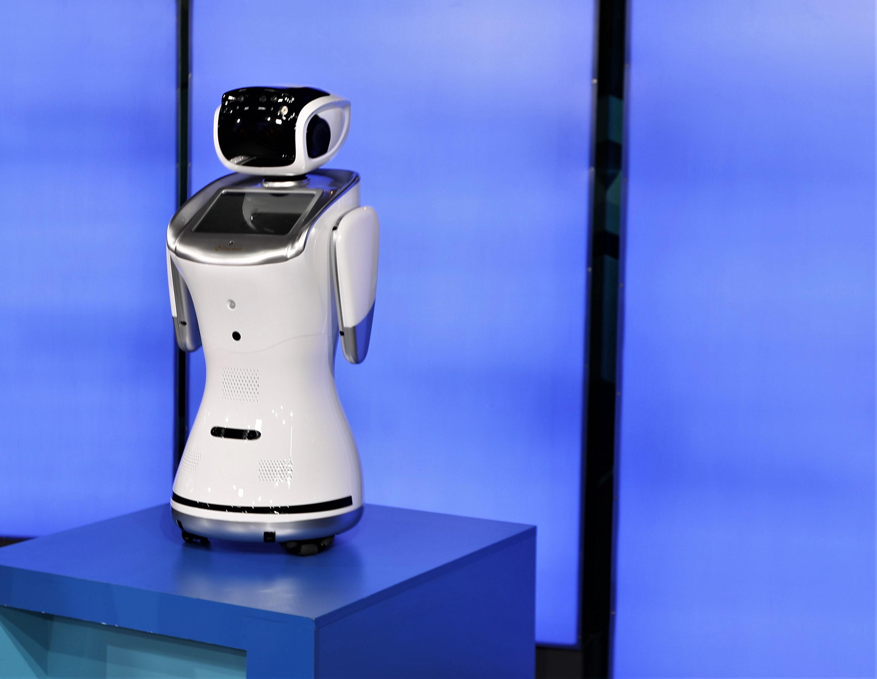 Sanbot es el primer robot que llega a Guatemala y podrá trabajar en diversos campos como la educación, la salud y el turismo, entre otros. (Foto Prensa Libre: Pablo Juárez Andrino)