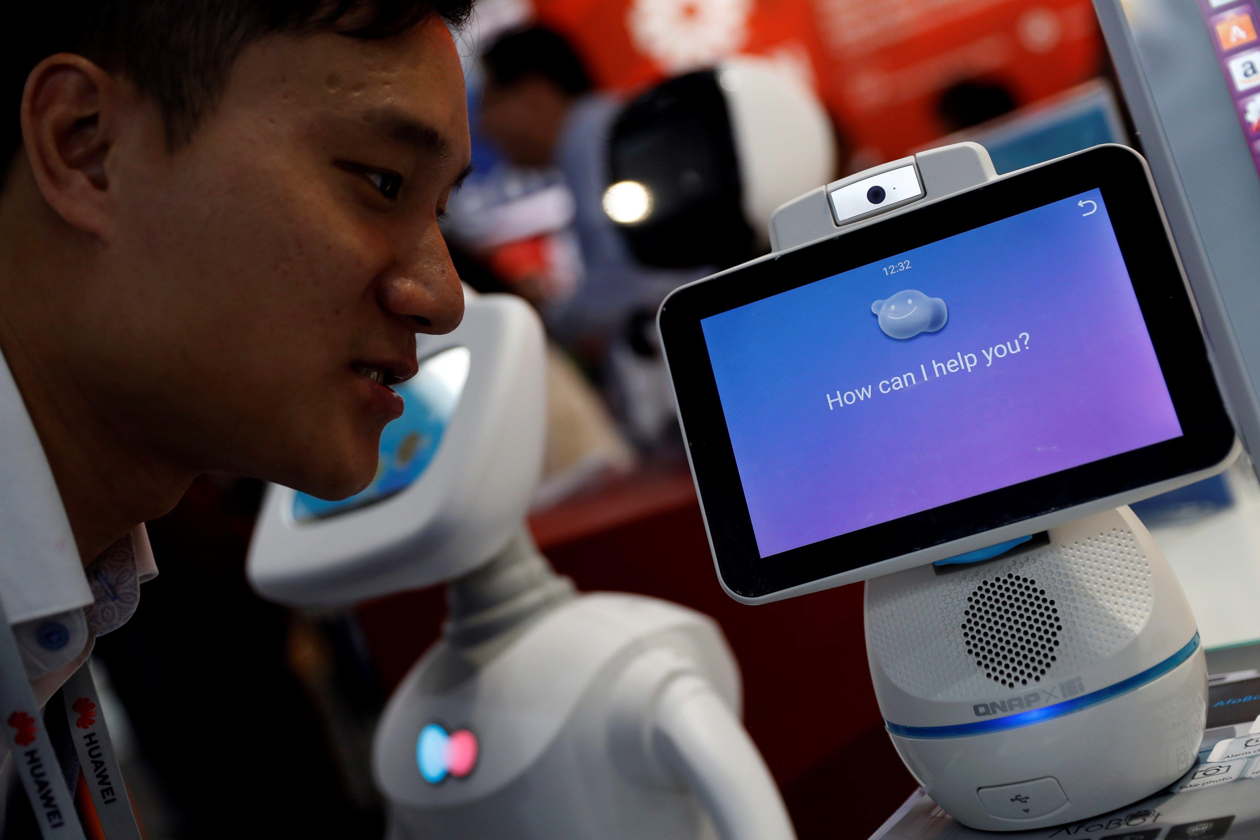La disponibilidad de talento tecnológico es cada vez más escasa y la brecha entre educación y experiencia que requieren los empleadores representa un desequilibrio. (Foto Prensa Libre: EFE)