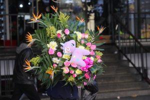 Los envíos de arreglos florales aumentan durante este mes, indicaron los comerciantes. (Foto Prensa Libre: Érick Ávila)