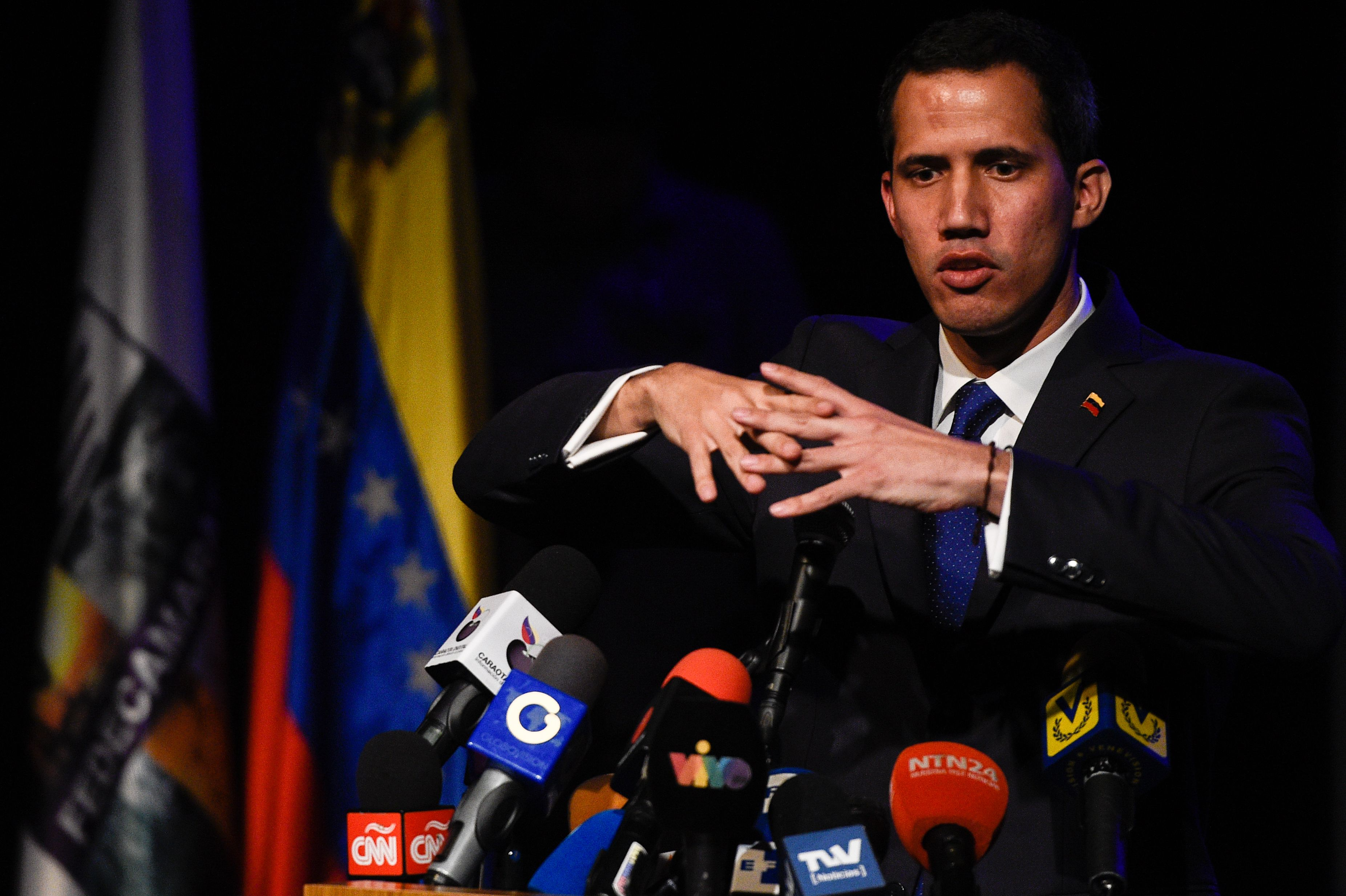 El opositor autoproclamado presidente de Venezuela está sustituyendo embajadores en los países que lo aceptan como mandatario. (Foto Prensa Libre: AFP)