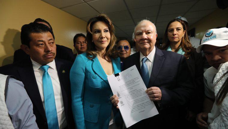 Zury Ríos, Roberto Molina Barreto, candidatos presidenciables del partido valor presentan amparo para poder ser inscritos en la Corte Suprema de Justicia. (Foto Prensa Libre: Hemeroteca PL)