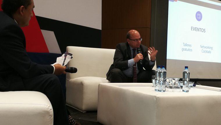 El superintendente Abel Cruz Calderón, expuso ante un grupo de empresarios los planes de fiscalización 2019. (Foto Prensa Libre: Urías Gamarro)