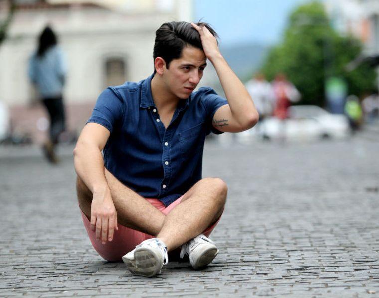 Alejandro Sago apuesta por la balada y el romance, con su nuevo sencillo. (Foto Prensa Libre: Keneth Cruz)