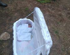 Pobladores de Los Rosales, La Quebradilla, Chiantla, Huehuetenango hallan ataúd con un recién nacido muerto. (Foto Prensa Libre: Mike Castillo)