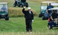 Migrantes dicen que trabajaron sin papeles en los campos de golf de Trump como mano de obra barata. (Foto: AFP)