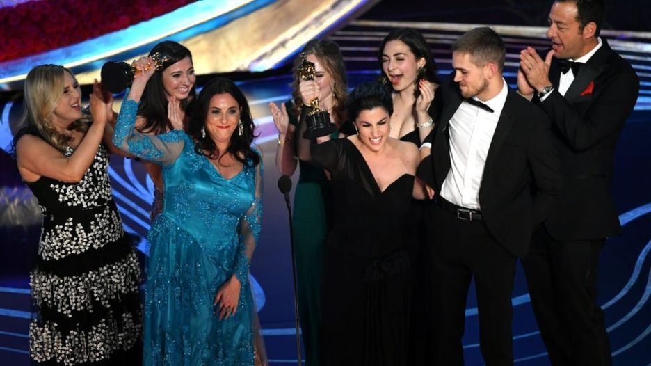 Las realizadoras celebraron que se premiara con un Oscar un corto documental sobre la menstruación. GETTY IMAGES