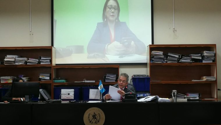 En el caso TCQ, la abogada Astrid Escobedo, de la Cicig, compareció por videoconferencia en el Juzgado de Mayor Riesgo B. (Foto Prensa Libre: Érick Ávila)