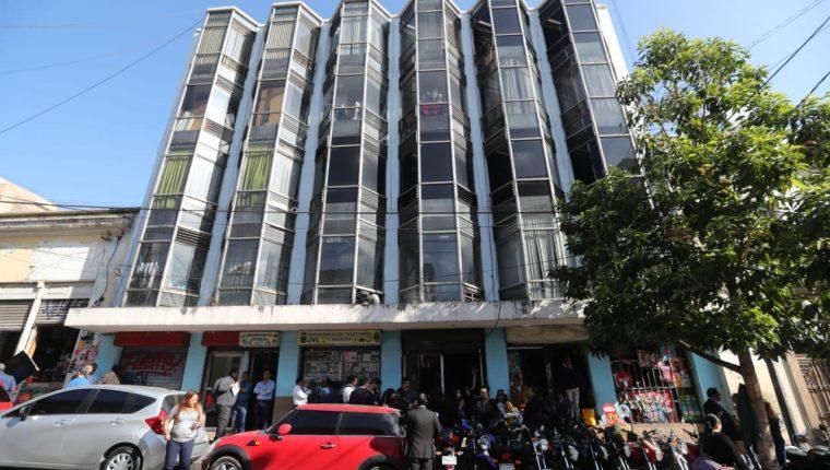 El edificio Torin está ubicado en la 10 calle 7-43 de la zona 1, a pocos metros del Palacio Legislativo. (Foto Prensa Libre: Erick Ávila)