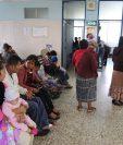 La afluencia a los Centros de Salud y Centros de Atención Permanente comenzará a incrementarse esta semana porque se activará la Red Metropolitana de Salud.  (Foto Prensa Libre: Érick Ávila)