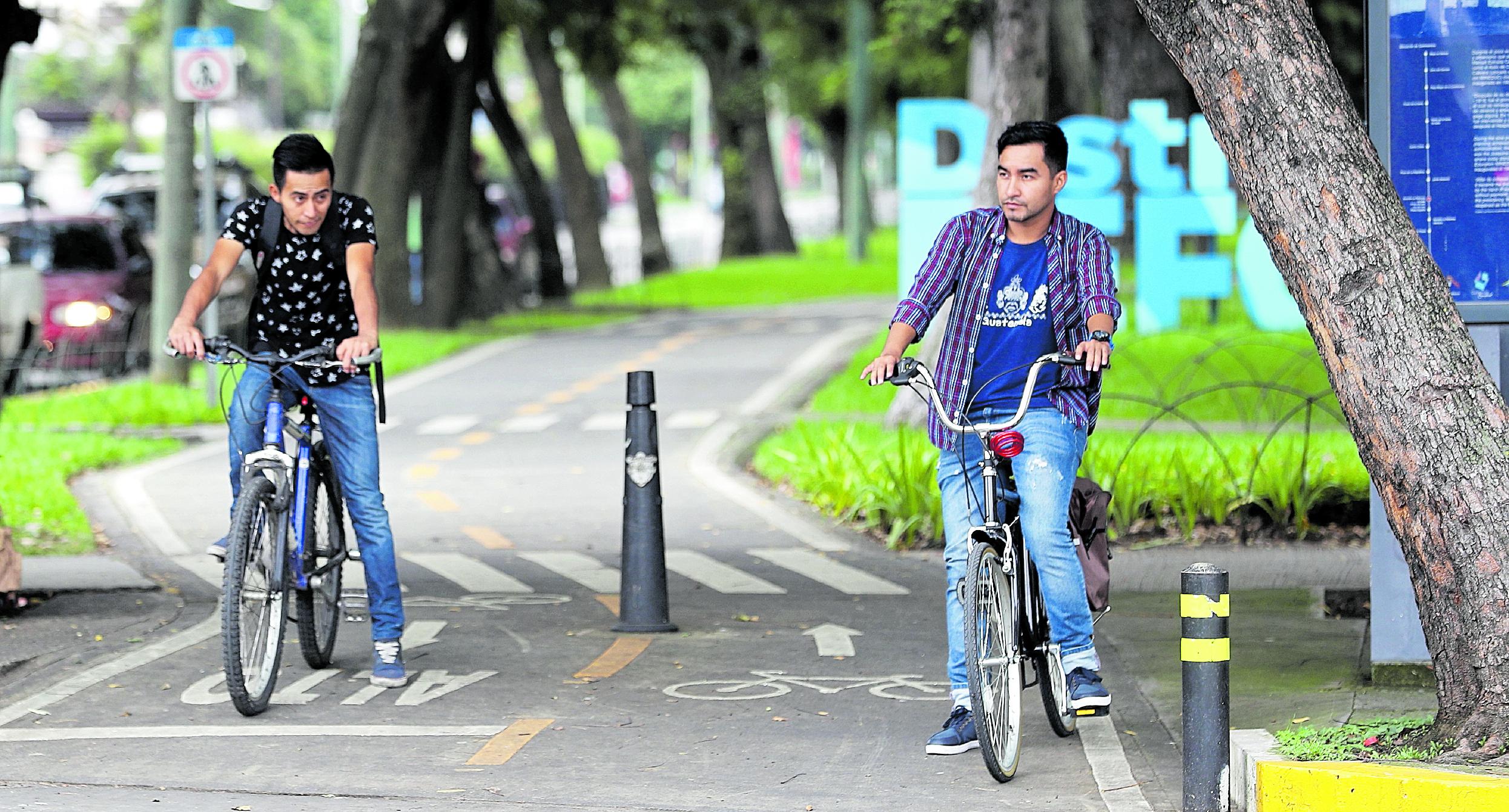 Ciclovía en la avenida  Reforma donde personas pueden pasear  sin ninguna riesgo ya que es exclusivo para viajar en bicicleta.  Fotografía Erick Avila                   20/10/2018