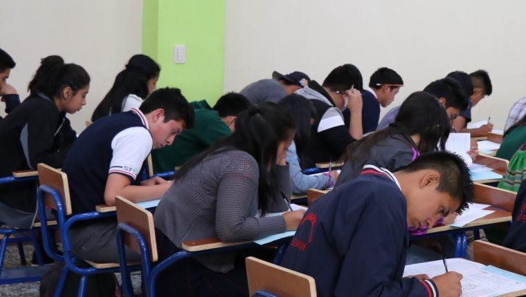 El Ministerio de Educación no cuenta con programas que se ocupen de la salud emocional de los estudiantes. (Foto Prensa Libre: Hemeroteca PL)