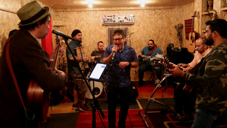 La banda guatemalteca Fábulas Áticas ofrecerá un espectáculo y contará con el apoyo de músicos locales. (Foto Prensa Libre: Keneth Cruz)