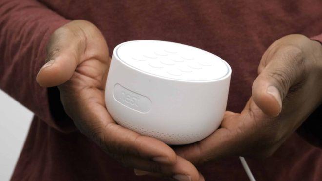 Los dispositivos Nest Guard contienen un micrófono, pero Google no lo reveló en las especificaciones del producto. GOOGLE