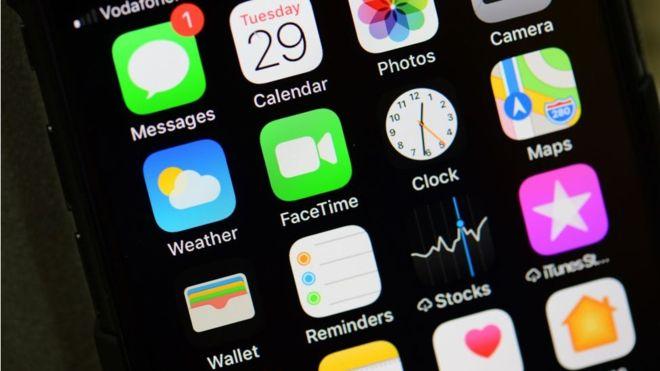 Los ingresos de Apple por la venta de iPhones cayeron un 15% en comparación año pasado (GETTY IMAGES)