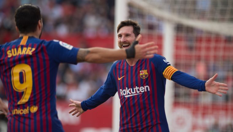 Barcelona's Argentinian forward Lionel Messi (R) celebrates with Barcelona's Uruguayan forward Luis Suarez after scoring a goal during the Spanish league football match between Sevilla FC and FC Barcelona at the Ramon Sanchez Pizjuan stadium in Sevilla on February 23, 2019. (Photo by JORGE GUERRERO / AFP)
