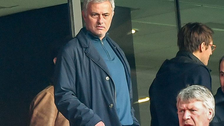 Former Manchester United manager Jose Mourinho (L) arrives to watch the French L1 football match Lille vs Montpellier on Februrary 17, 2019 at the Pierre Mauroy Stadium in Villeneuve-d'Ascq, northern France. (Photo by Philippe HUGUEN / AFP)