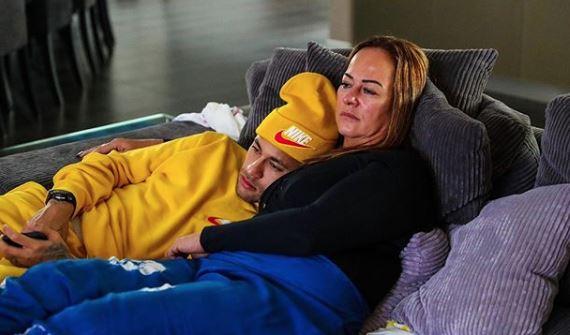 Neymar compartió esta tierna imagen con su madre. (Foto Prensa Libre: Instagram)