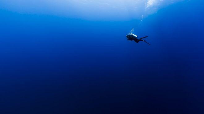 Es probable que el color de los océanos se vuelva más azul, de acuerdo con científicos (GETTY IMAGES)