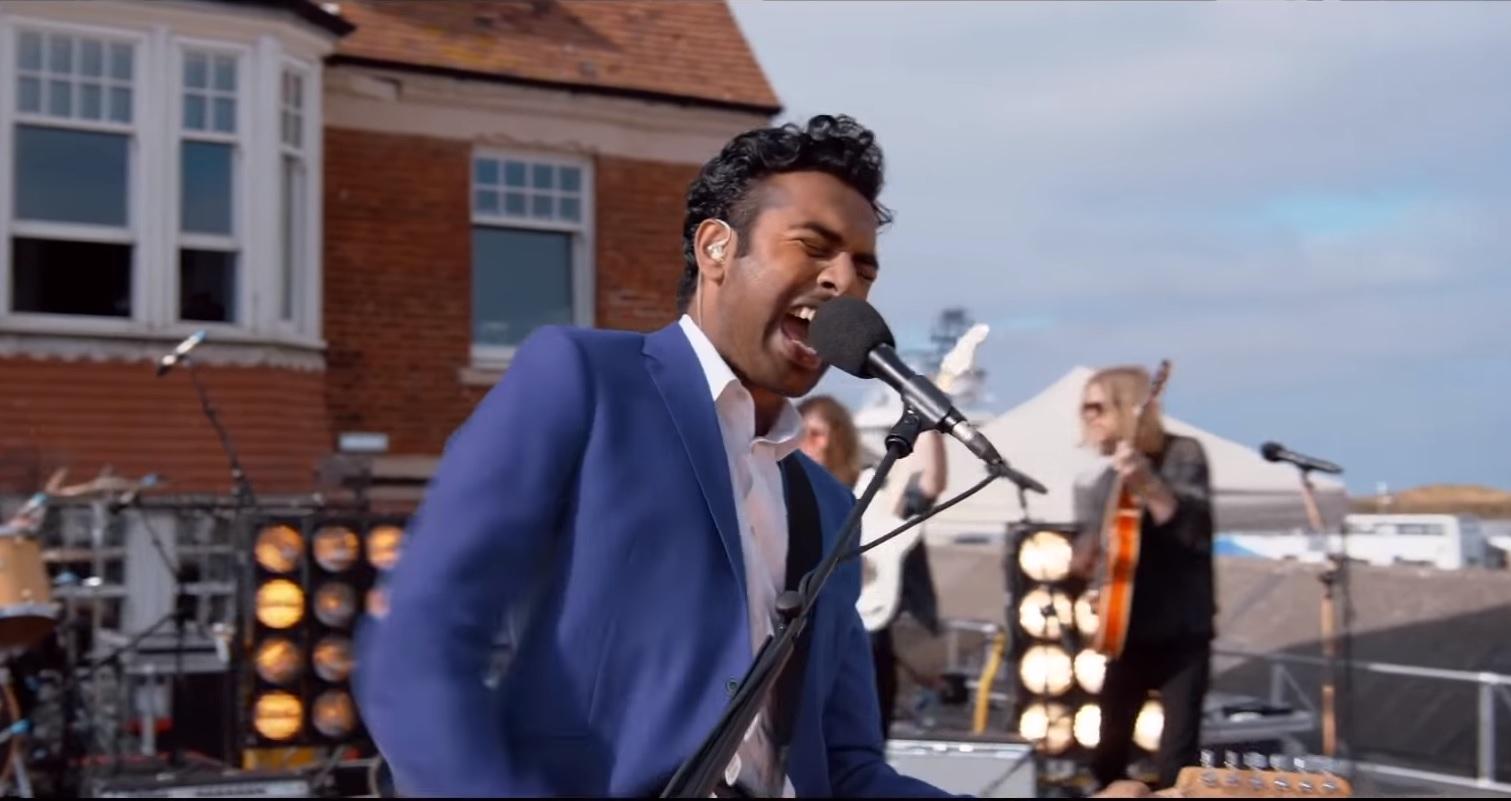 El actor Himesh Patel interpreta al protagonista de la cinta Yesterday. (Foto Prensa Libre: YouTube)