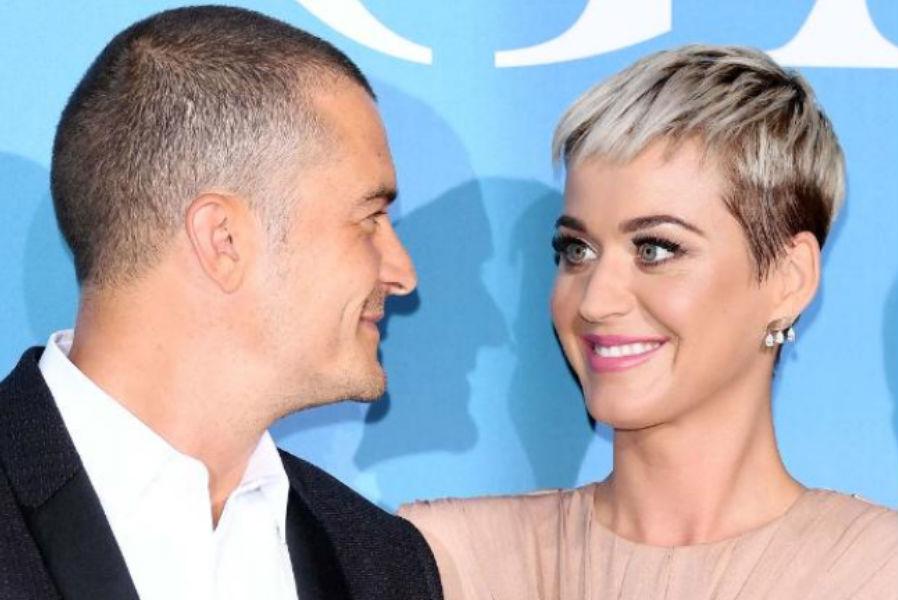 Katy Perry y Orlando Bloom derrochan amor y anuncian su compromiso en redes sociales