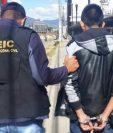 El presunto agresor sexual de un menor de edad es trasladado al Centro Regional de Justicia en Quetzaltenango. (Foto Prensa Libre: PNC)