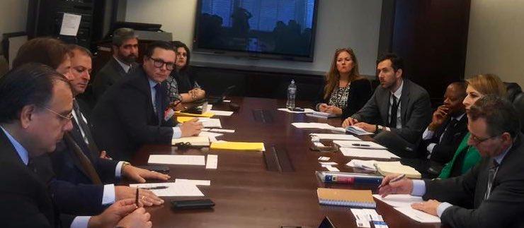 Empresarios participan en reunión en Washington, D. C., en al misma estuvo presente el exembajador Todd Robinson. (Foto: Cacif)