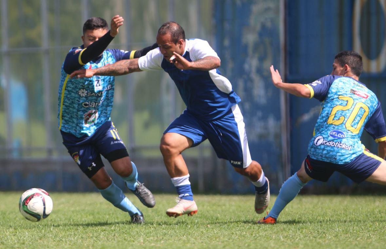Kevin Norales, de la Selección de Guatemala, en una acción en el amistoso contra Aurora. (Foto Fedefut).
